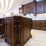 کابینت با روکش طبیعی چوب راش - ستون چوبی